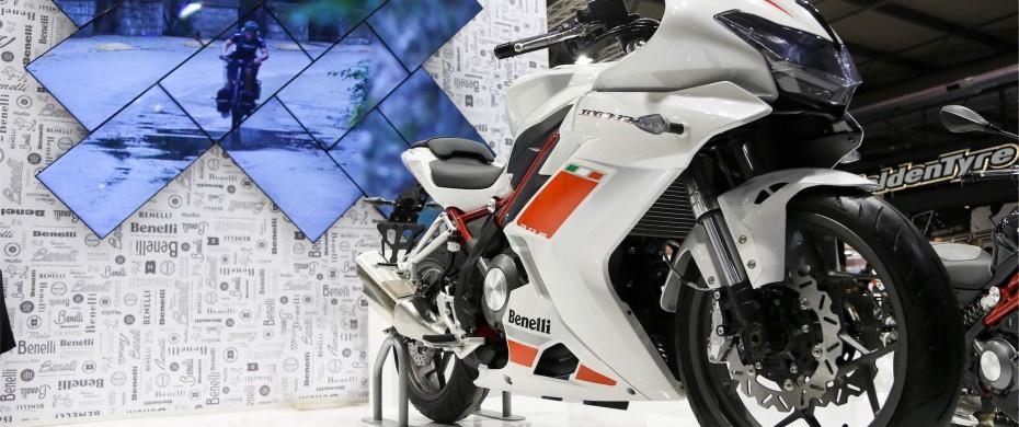 Artwall: composizione artistica con monitors a parete